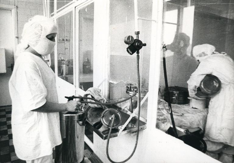 Рабочий момент приготовления препаратов крови